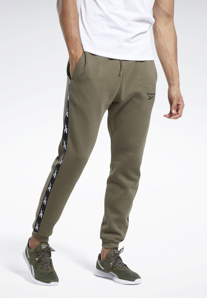Reebok - TAPE JOGGER - Teplákové kalhoty - armygr
