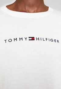 Tommy Hilfiger - JENAH GRAPHIC - Sweter - ecru - 4