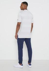 adidas Golf - PRIME - Triko spotiskem - white/grey - 2