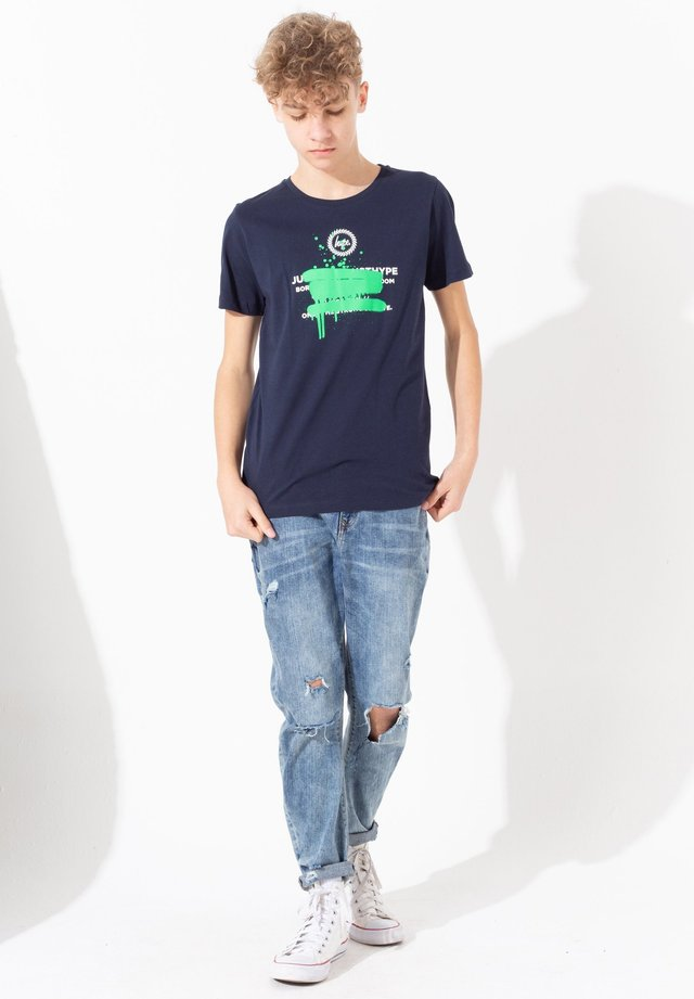 SPRAY GRAFFITI - T-shirt med print - navy
