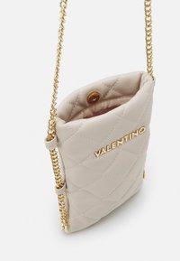 Valentino Bags - OCARINA - Étui à portable - ecru - 2