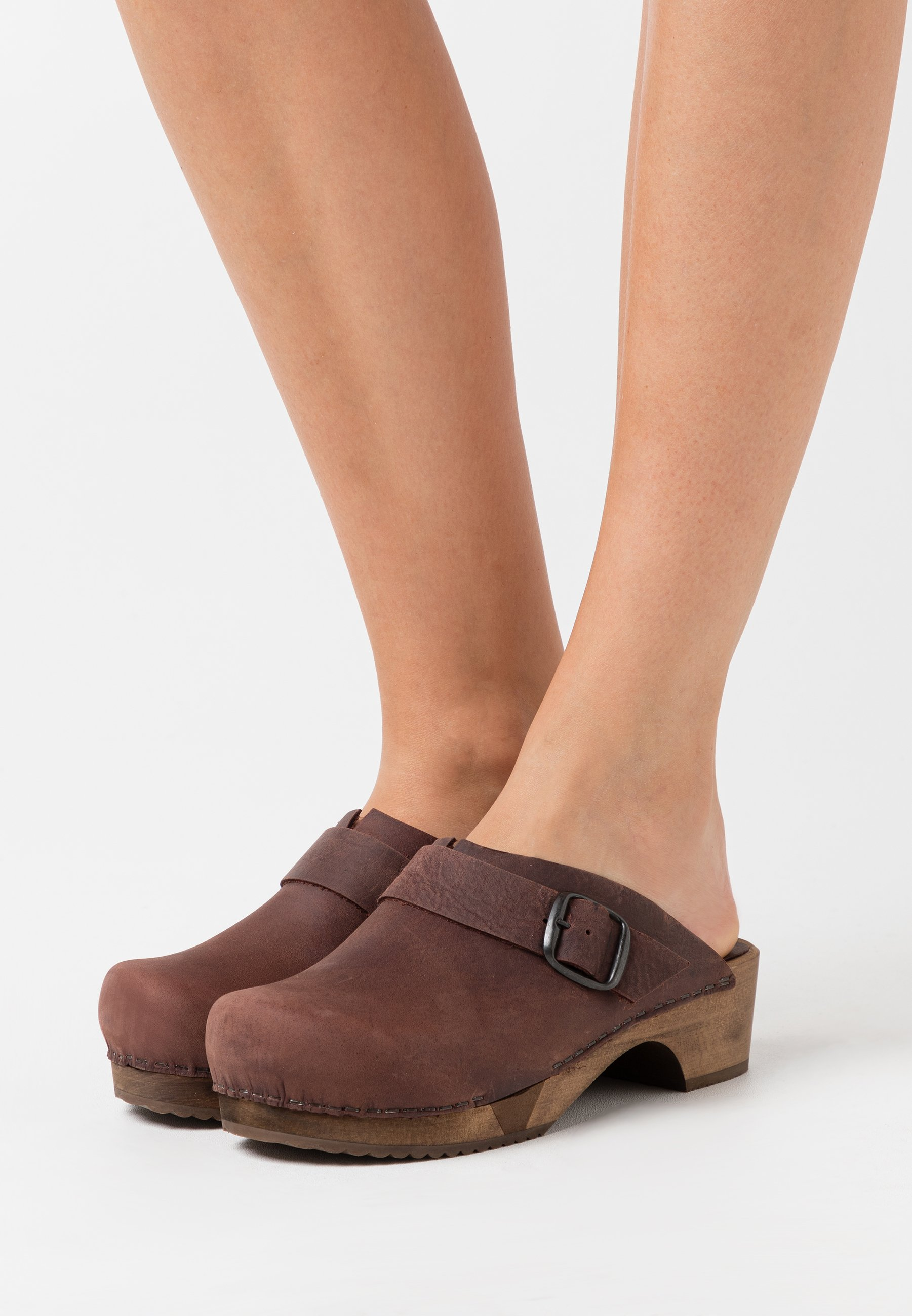 Sanita LILI OPEN - Sabots - antique brown - Mules & Sabots femme Original