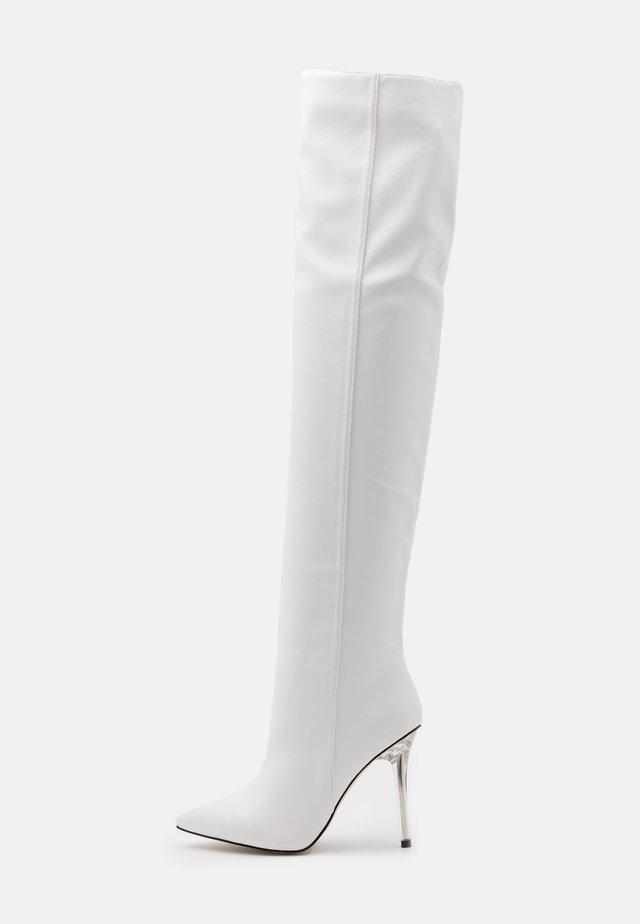DUKE - Kozačky na vysokém podpatku - white