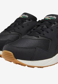 Reebok Classic - TORCH HEX SHOES - Trainers - black - 10