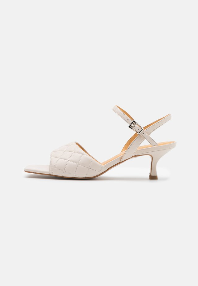 Sandaalit nilkkaremmillä - offwhite