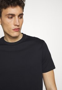 Emporio Armani - T-Shirt basic - biancoblu nero - 5