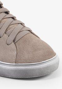 Scalpers - STUDS  - Sneakersy niskie - off white/beige - 5