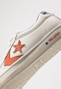 Converse - PRO LEATHER - Trainers - white/venetian rust/driftwood - 6