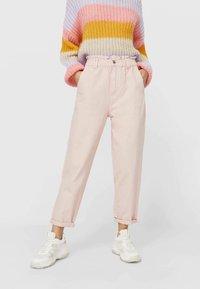 Stradivarius - TWILL-BAGGY - Jeans slim fit - pink - 0