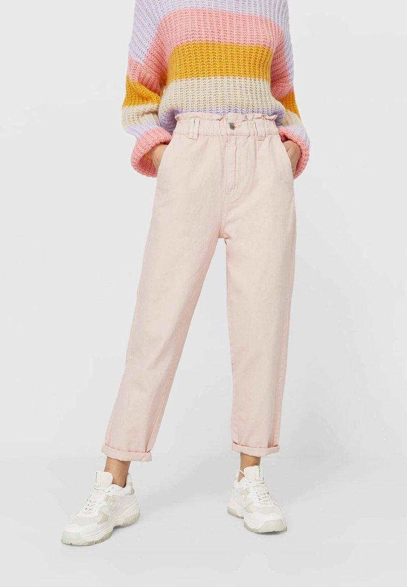 Stradivarius - TWILL-BAGGY - Slim fit jeans - pink