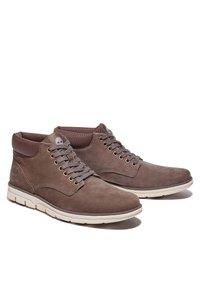Timberland - BRADSTREET CHUKKA - Chaussures à lacets - canteen - 1