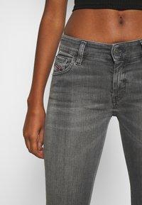 Diesel - SLANDY-LOW-ZIP - Jeans Skinny Fit - grey - 3