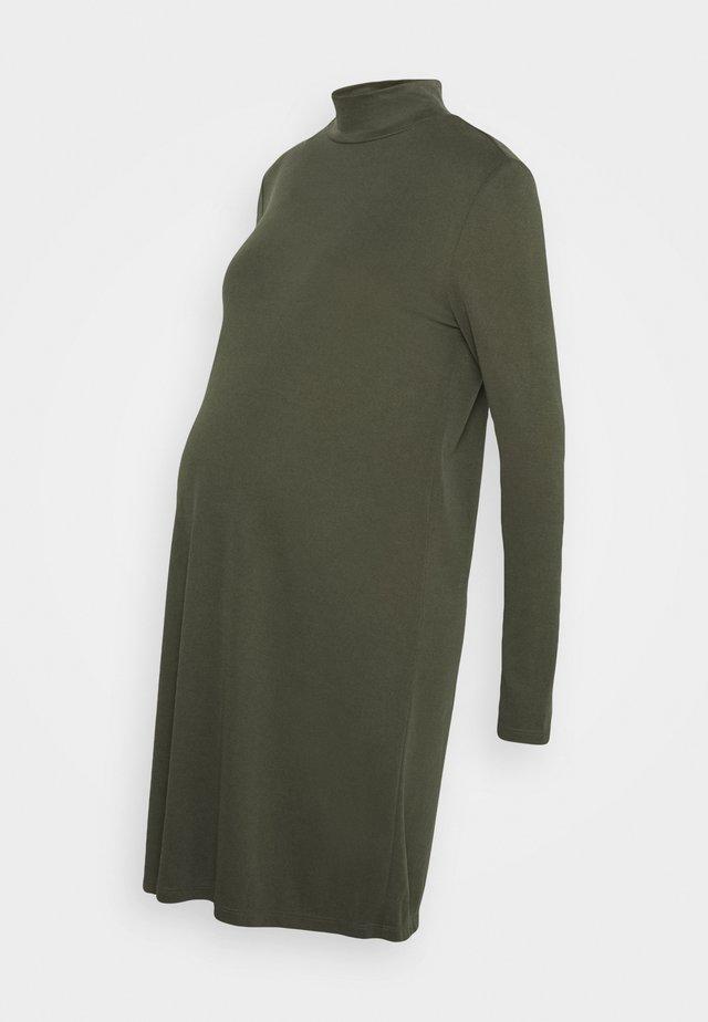 PCMBAMALAT - Žerzejové šaty - duffel bag