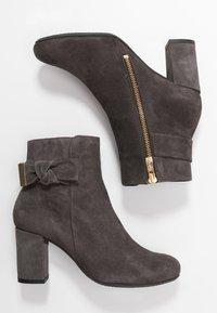 Carvela Comfort - RHONA - Korte laarzen - grey - 3
