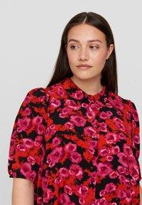 Zizzi - Maxi dress - red flower aop - 2