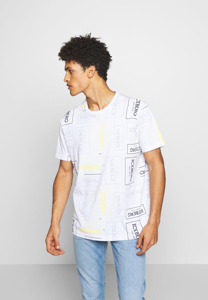 Iceberg - ALLOVER LOGO - T-shirt con stampa - bianco