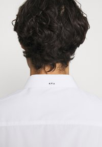 Kronstadt - JOHAN EASY CARE  - Kostymskjorta - white - 3