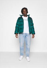 Calvin Klein Jeans - MIXED TECHNIQUE INSTIT LOGO TEE UNISEX - T-shirts print - bright white - 1