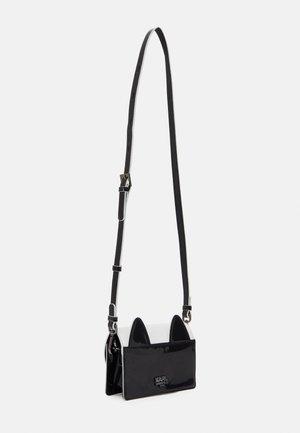 SHOULDER BAG - Taška spříčným popruhem - black