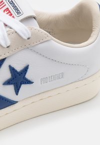 Converse - PRO OG UNISEX - Trainers - white/rush blue/egret - 5