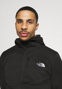 The North Face - QUEST HOODED - Soft shell jacket - tnf black