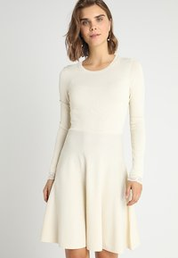 YAS - YASBECCO DRESS - Gebreide jurk - cloud dancer - 0