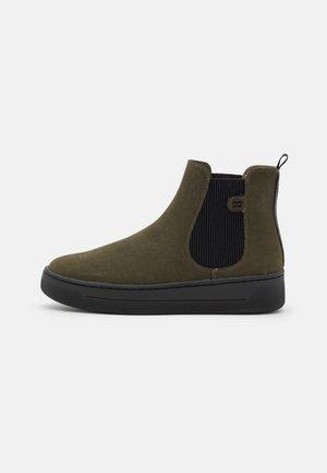 BOOTIE - Kotníkové boty na platformě - khaki green