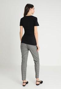 Boob - CLASSIC SHORT SLEEVED - Camiseta básica - black - 2