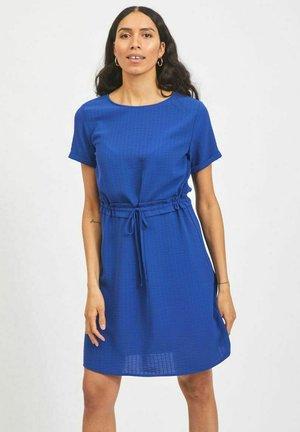 MIT TAILLENGÜRTEL - Day dress - mazarine blue