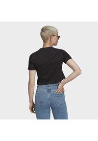 adidas Originals - TOP ADICOLOR ORIGINALS REGULAR T-SHIRT - T-shirts med print - black - 2
