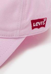 Levi's® - LAN MICKEY CURVED BRIM UNISEX - Kšiltovka - pink lady - 3