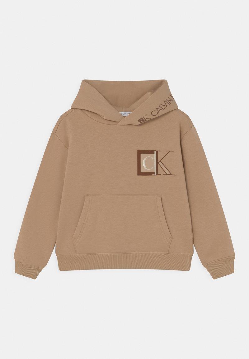 Calvin Klein Jeans - MONOGRAM BLOCK LOGO HOODIE - Sweatshirt - summer stone