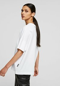 KARL LAGERFELD - RELAXED FIT  - T-Shirt basic - white