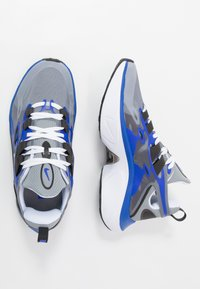 Nike Sportswear - SIGNAL D/MS/X - Zapatillas - particle grey/white/racer blue/black - 1