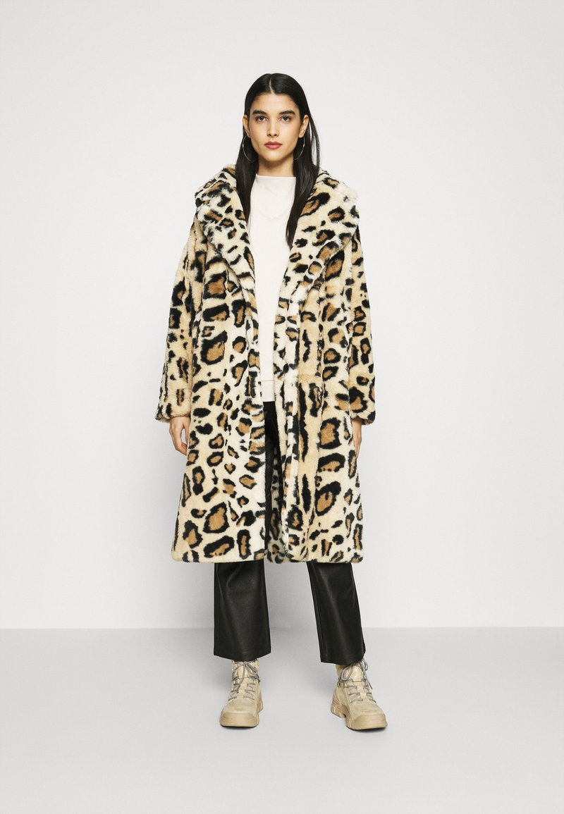 NA-KD - FAUX FUR COAT - Klassinen takki - brown