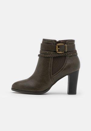 ABINGDON - Boots à talons - khaki