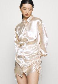 Gina Tricot Petite - SIDNEY SHIRT DRESS - Cocktailjurk - sandshell - 4