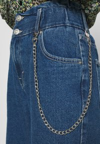 ONLY - ONLLU LIFE - Jeans baggy - medium blue denim - 4