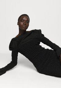 Hervé Léger - PUCKERED STITCH RUFFLE MINI DRESS - Cocktail dress / Party dress - black - 3