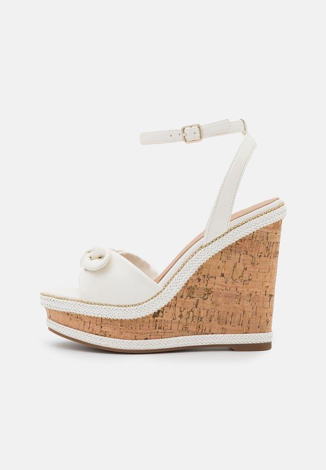 ABAWEN - Sandalias con plataforma - white