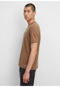 Marc O'Polo - IN HEAVY QUALITÄT - Print T-shirt - melted chocolate - 3