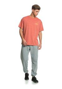 Quiksilver - HARMONY HALL  - Print T-shirt - redwood - 1