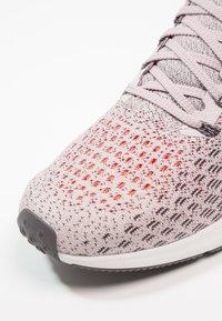 Nike Performance - AIR ZOOM PEGASUS 35 - Zapatillas de running neutras - particle rose/flash crimson - 5