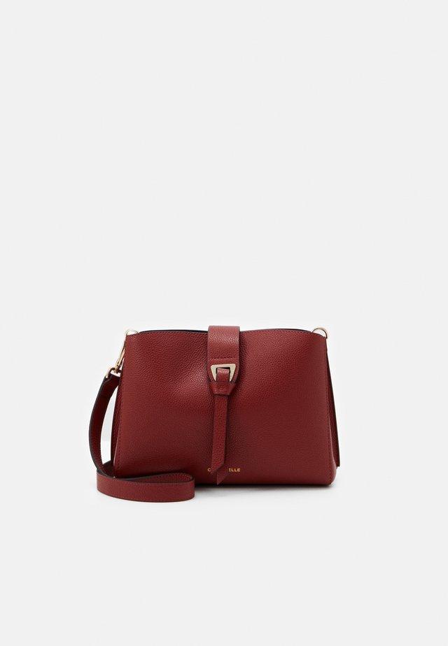 ALBA FLAPOVER CROSSBODY - Across body bag - foliage red