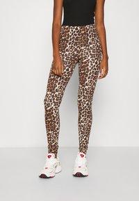 ONLY - ONLBELLA LIVE LOVE LEGGINGS  - Leggings - Trousers - black leo - 0
