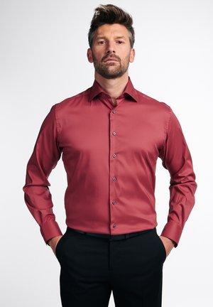 MODERN FIT - Formal shirt - korallrot