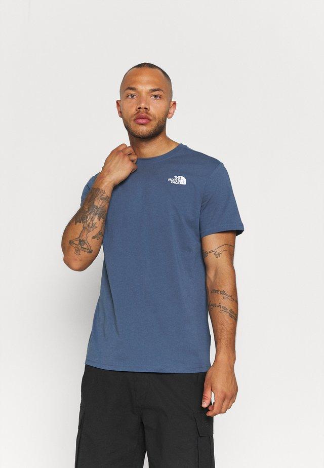REDBOX TEE - T-shirt med print - vintage indigo