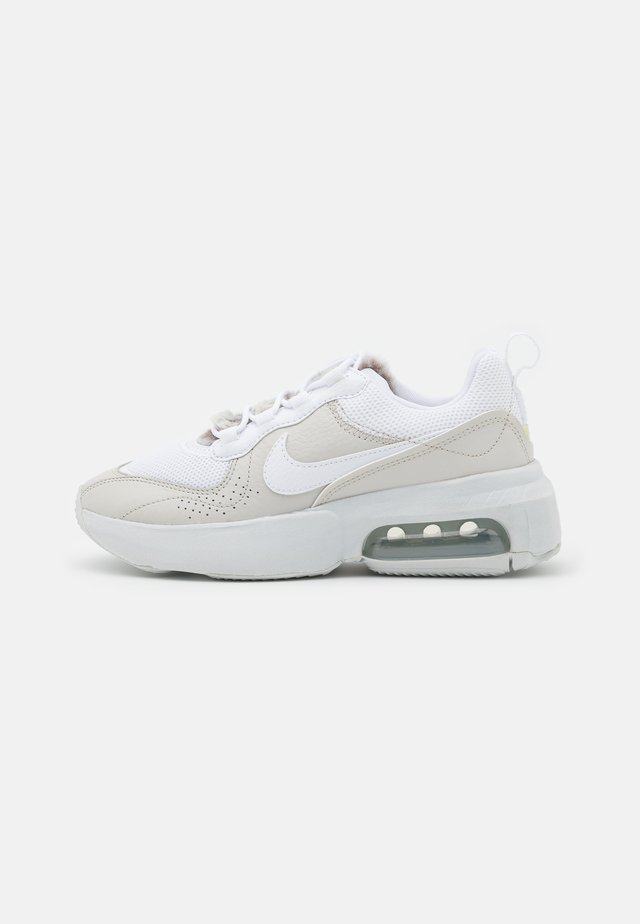 AIR MAX VERONA - Sneakersy niskie - light bone/white/photon dust/life lime/baroque brown