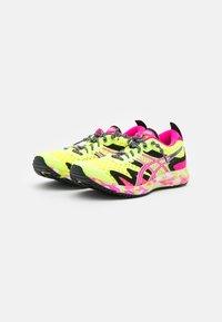 ASICS - GEL-NOOSA TRI 12 - Konkurrence løbesko - safety yellow/pink glo - 1