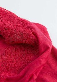 Intimissimi - MIT SPITZE AUS MODAL UND KASCHMIR - Pyjama top - rosa - 350i - lampone - 4
